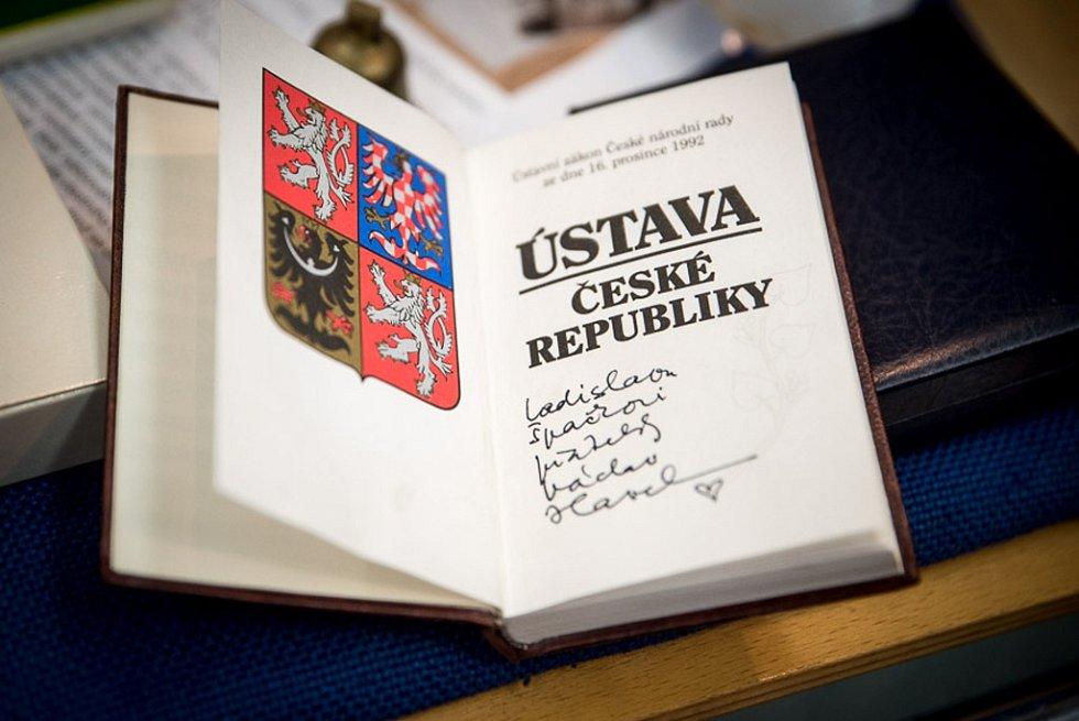 Vzpomínkové vyprávění Ladislava Špačka, bývalého mluvčího prezidenta Václava Havla, zpestřilo sváteční den 17. listopadu ve Velkých Karlovicích.