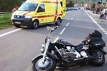 Při těžké dopravní nehodě v Lidečku byl zraněn motorkář.