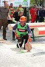 Na soutěž Prlovský drvař se v sobotu 11. května sjelo 32 soutěžících a stovky návštěvníků. Nejstarší účastník závodu, šedesátiletý Jiří Popelka.