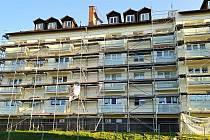 Revitalizace bytového domu č. p. 1779 a 1780 v Kulturní ulici v Rožnově pod Radhoštěm (říjen 2020)