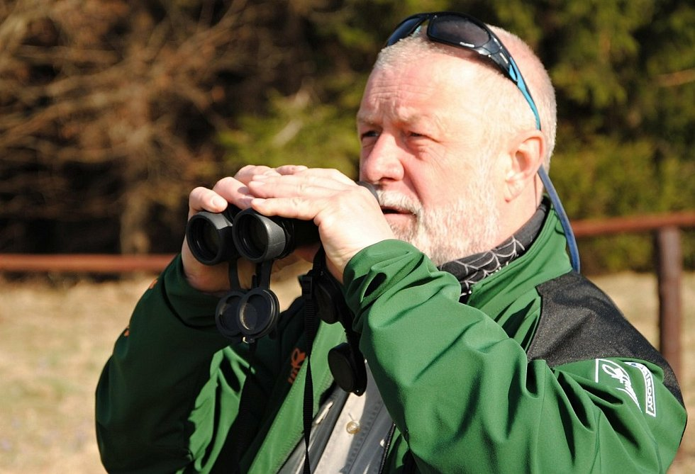 Jaromír Navrátil je členem Stráže přírody. O Velikonocích dohlédne, aby lidé neničili kvetoucí kriticky ohrožený šafrán bělokvětý na Vsetínsku a Valašskokloboucku.