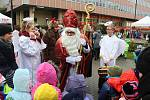 Mikuláši a čerti v tradičních maskách si dali dostaveníčko 3. prosince 2018 v centru Vsetína. Konal se tu Mikulášský den. Děti musely říci mikulášské družině básničku.