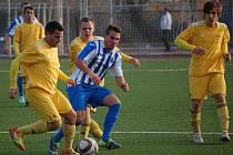 Fotbalisté VKK (žluté dresy) v posledním podzimním kole prohráli ve Vítkovicích 1:3.