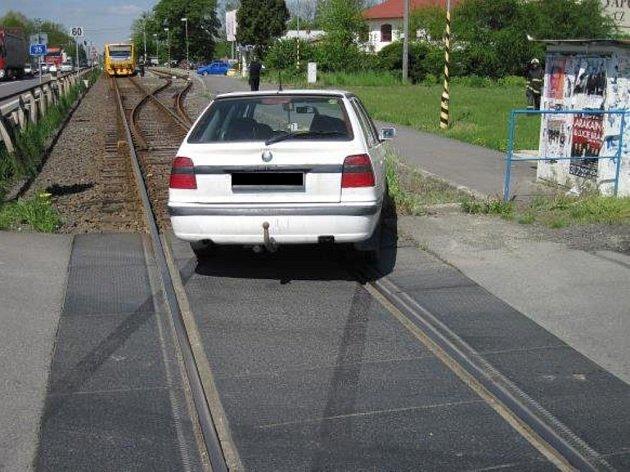 Dvě vozidla se v pondělí krátce před polednem srazila v blízkosti železničního přejezdu v Zašové.