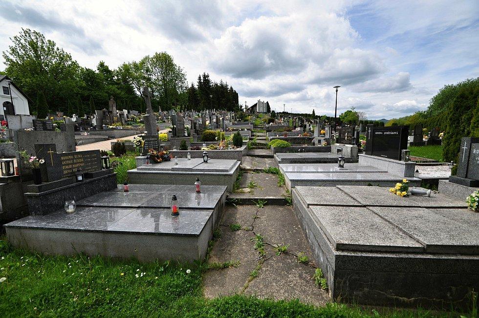 Hřbitov v Brankách byl vysvěcen v roce 1787, v roce 1894 rozšířen a v roce 1897 posvěcen.