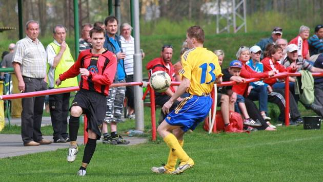 Fotbalisté Juřinky (červené dresy) vs. Hutisko. Ilustrační foto