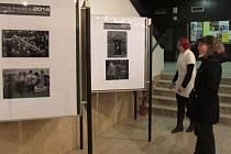 Fotografie z prestižní soutěžní akce vsetínského fotosalonu Interfotoklub ve foyer Domu kultury v Uherském Brodě.