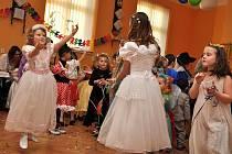 V kulturním domě ve Starém Zubří se v sobotu 29. ledna odpoledne konal tradiční karneval pro nejmenší děti.