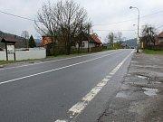 Chátrající autobusovou zastávku u bývalého zemědělského družstva ve Valašské Polance vedení obce letos (2017) nahradí autobusovými zálivy se dvěma novými zastávkami. K nim povedou osvětlené chodníky, poblíž bude osvětlený přechod pro chodce.