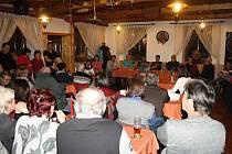 Na besedě v Janové diskutovali místní s vedením obce a zástupcem firmy Synot. O stavbě kasina chtějí vyhlásit referendum.