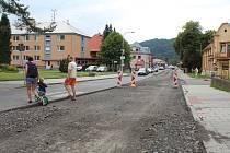 Opravy cesty v Karolince v délce 1,1 kilometru potrvají do 20. listopadu letošního roku.
