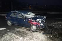 Mladá řidička z Ratiboře na Vsetínsku střet s náklaďákem přežila s lehkými poraněními. Nehodu zavinil šofér tahače z Horní Lidče.