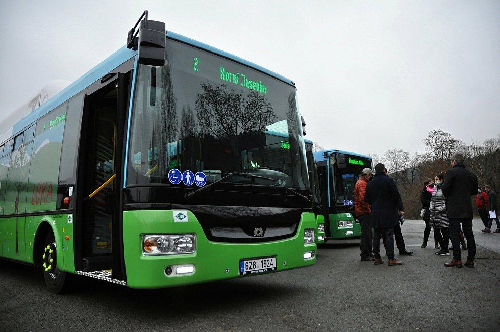 Společnost ČSAD Vsetín, která zajišťuje MHD ve Vsetíně, uvede od 1. ledna 2021 do provozu čtrnáct nových moderních autobusů jezdících na stlačený zemní plyn (CNG).