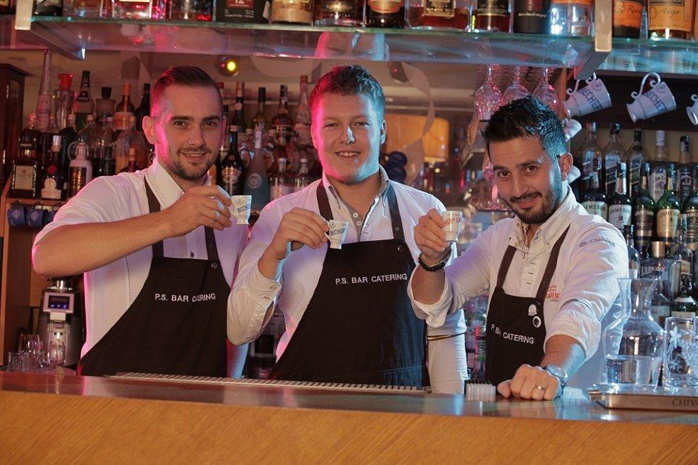 Barmani z Coctail baru