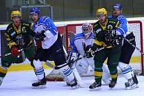 V utkání 15. kola drubhé ligy hokejisté Vsetína (zelené dresy) prohráli s Valašským Meziříčím 0:2.
