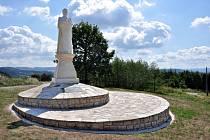 Nová pískovcová socha Mistra Jana Husa odhalená 6. července 2015 na Prženských pasekách u příležitosti 600. výročí jeho upálení.