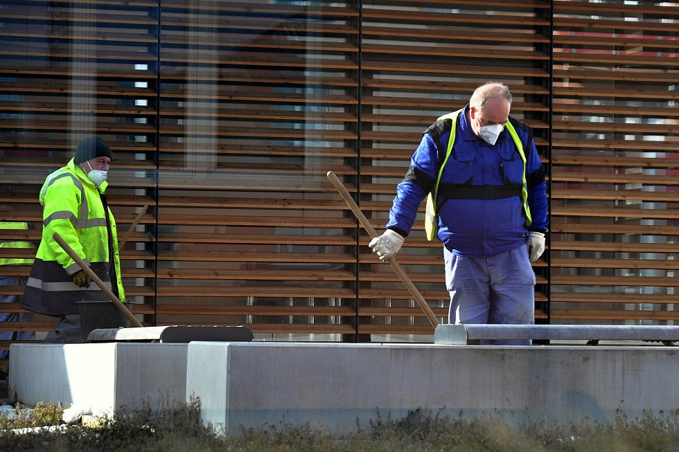 Lidé na Vsetínsku ke zpřísněným vládním opatřením přistoupila zodpovědně. Většina ve čtvrtek 25. února 2021 vyměnila roušky za respirátory.