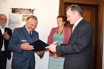 V úterý 20. června při příležitosti blížícího se výročí dvaceti let od ničivých povodní přijel do Valašského Meziříčí Heinrich Günther, velitel německé záchranářské organizace Technisches Hilfswerk (THW).