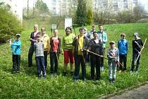 Žáci Základní školy Sychrov Vsetín se zapojili do akce Ukliďme Česko; sobota 16. dubna 2016.