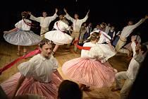 Dětský folklorní soubor Ovečky oslavil ve velkém sále valašskomeziříčského zámku Žerotínů dvacet let trvání.