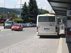 Autobusové nádraží ve Vsetíně se má přesunout blíže k vlakům. Lidé tak při přestupech nebudou muset přecházet hlavní silnici.