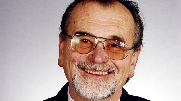 Valašský národopisec, sběratel lidové kultury a dlouholetý ředitel Valašského muzea v přírodě v Rožnově pod Radhoštěm Jaroslav Štika (1. 4. 1931 - 28. 9. 2010).