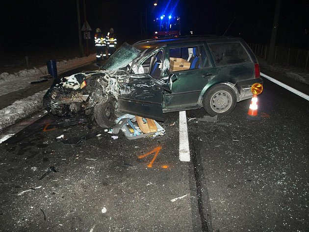 V Leskovci na Hornolidečsku se ve středu 8. února 2012 časně ráno střetlo osobní a nákladní auto. Viníkem nehody byla řidička osobáku, která v mikrospánku přejela do protisměru.