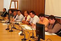 Měsíc před startem jarní části se sešel výkonný výbor OFS Vsetín se zástupci oddílů, aby připravil druhou polovinu sezony.