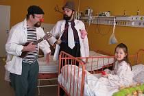 V nemocnici ve Valašském Meziříčí byli zdravotní klauni.