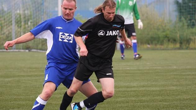 Fotbalisté Valašského Meziříčí B (modré dresy) porazila Zubří 3:2.