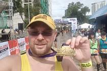 Maratonec Dan Mičola, rodák z Rožnova pod Radhoštěm, dokázal za jeden rok uběhnout 58 maratonů v 58 zemích světa.