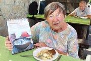 Mezinárodní kuchařku Hrnčeku vař! pokřtili ve středu 12. září 2018 na horské chatě Cáb zástupci Vsetína a Trenčianských Teplíc. Svým receptem do ní přispěla i Dagmar Růžičková ze Vsetína.