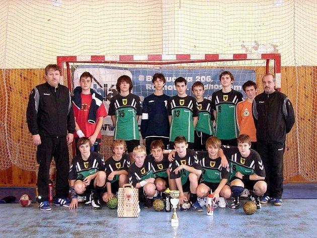 Starší žáci HC Zubří pod vedením trenéra Ivana Švece na Dobiáš cupu v Rožnově pod Radhoštěm zvítězili.