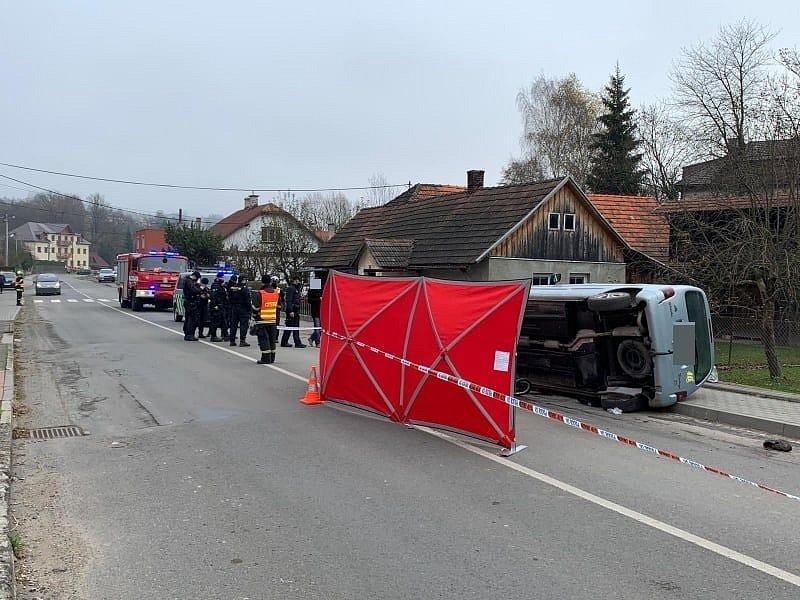 dopravní nehodě osobního vozidla a cyklisty v obci Hošťálková na Vsetínsku.