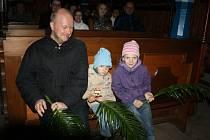 V Rožnovském skanzenu, v jeho Dřevěném městečku, si připomněli Květnou neděli. Dějištěm posvěcení ratolestí se stal dřevěný kostelík sv. Anny.
