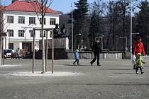 Vsetínští radní řeší, jestli využít dotace z Ministerstva pro místní rozvoj na další úpravu náměstí nebo pro jiný projekt, u kterého by opravili špatné chodníky.