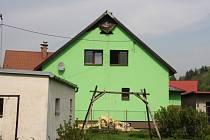 K požáru střechy a podkroví rodinného domu došlo v pátek odpoledne ve Lhotě u Vsetína.
