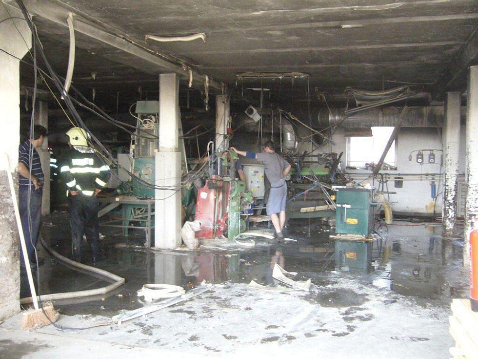 Požár technologií odsávání dřevovýroby ve Valašské Bystřici.
