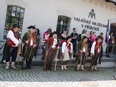 Na Rožnovské valašce vystoupilo dvacet folklorních souborů.