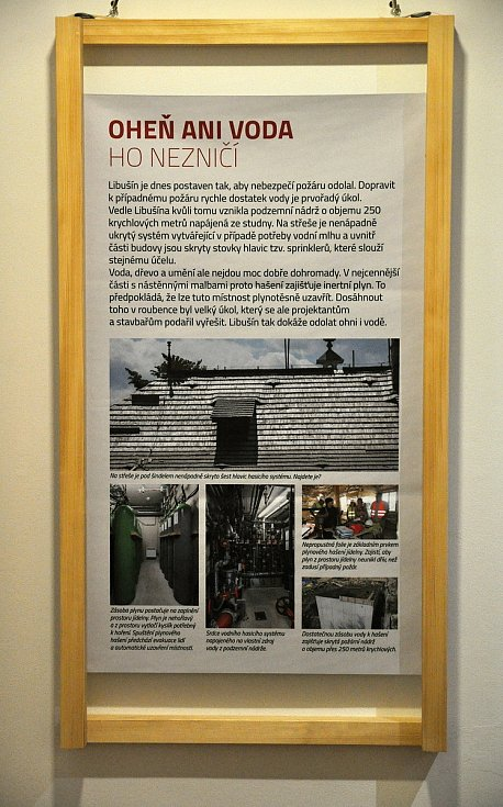 Jeden z řady výstavních informačních panelů umístěných na výstavě Libušín znovuzrozený; Valašské muzeum v přírodě v Rožnově, Sušák, 1. patro, srpen 2020