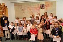 Rožnovská radnice ocenila děti za sběr PET lahví. Za minulý školní rok se žákům místních mateřských a základních škol podařilo sesbírat 25 tun plastového odpadu.