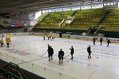 Trénink vsetínských hokejistů na zimním stadionu Na Lapači.