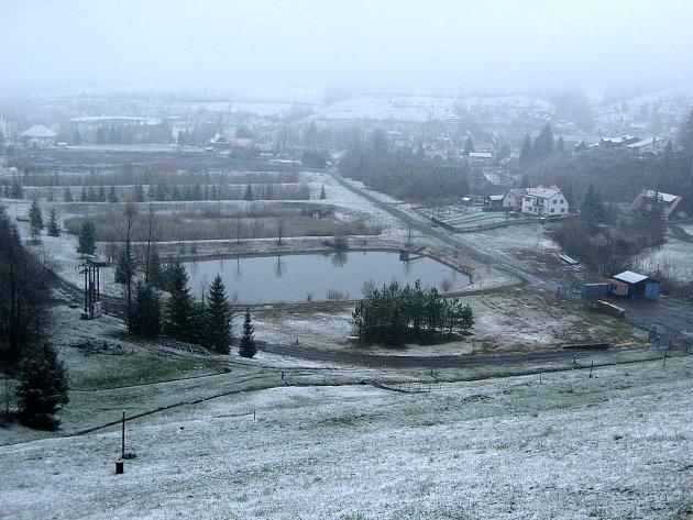 Vrtulníky by měly v budoucnu přistávat na pozemcích pod karolinskou přehradou.