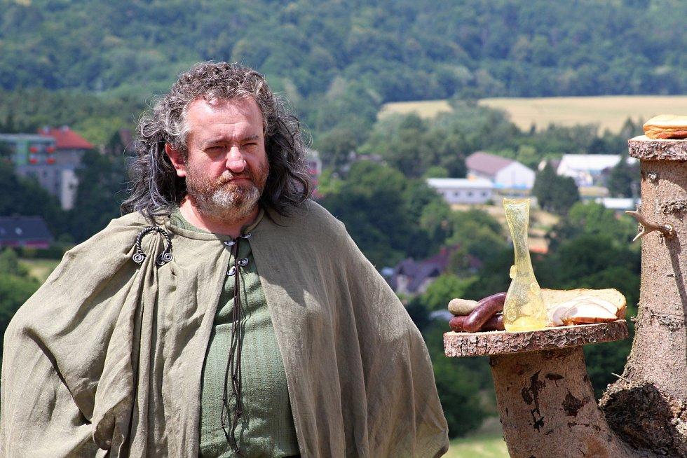 Filmaři pokračovali 3. července 2019 na kopci na Podlesím s natáčením pohádky Největší dar. Role jednoho z bohů se zhostil také starosta Valašského Meziříčí Robert Stržínek.