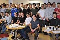 Osmatřicet studentů Střední průmyslové školy strojnické ze Vsetína přišlo hromadně darovat krev na hematologicko-transfuzní oddělení Vsetínské nemocnice.
