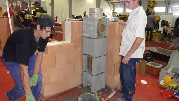 Učni z meziříčské průmyslovky zvítězili v mezinárodní soutěži zedníků.