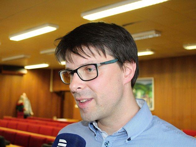 Jiří Růžička, kterého odstupující starosta Čunek prosazuje za svého nástupce, se včerejšího nepovedeného zasedání zastupitelstva účastnil.