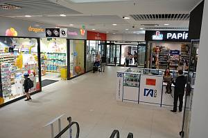 Mezi nákupními centry uzavřenými po vládních zákazech v souvislosti s koronavirem otevřela 11. května 2020 i Smetanova obchodní galerie v centru Vsetína.