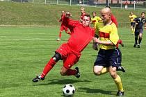 Fotbalisté Valašského Meziříčí (ve žlutém) v tomto utkání podlehli v Orlové 0:4.