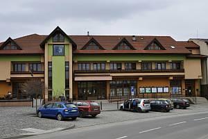 Hovězí - budova obecního úřadu a kulturního domu.